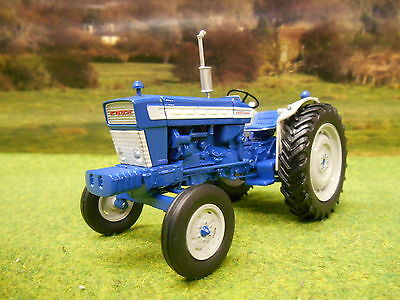 Universal Hobbies 1964 Ford 5000 Tractor 1/32 2808 Brand New