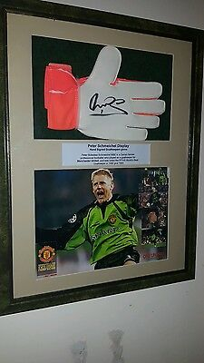 Peter Schmeichel signed Man united football goalkeepers glove in 3D display Coa.