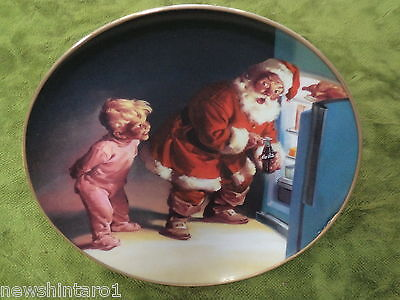 #dd7. Coca-Cola Christmas Plate-  Caught In The Act