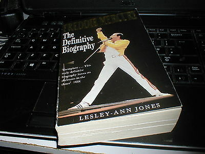 Queen Freddie Mercury The Definitive Biography. 460 Page Paperback, Vg+