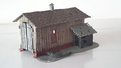 HOe scale readymade Pola engine shed with opening doors weathered & matted down