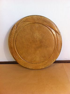 LOVELY LARGE DECORATIVE ANTIQUE CARVED SYCAMORE BREAD BOARD 11.8 inches