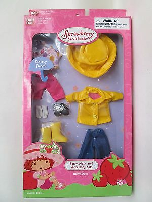 Strawberry Shortcake 'RAINY DAYS' Berry Wear Clothing and Accessories Set