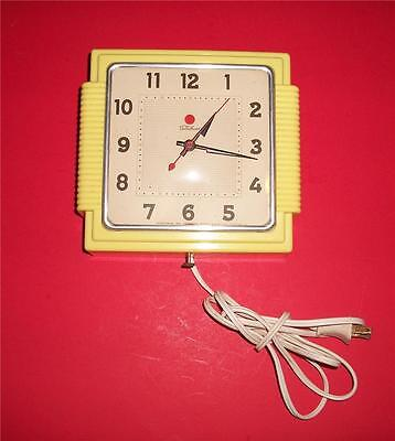 Vintage Kitchen Wall Clock  - Telechron Model 2H15S  - Works Great