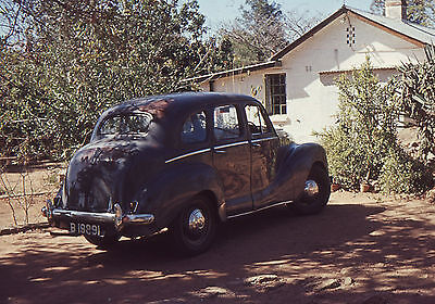 35mm SLIDES : 1940's BRITISH CAR IN CLOSE-UP IN 1950's SOUTH AFRICA (2 PICS)
