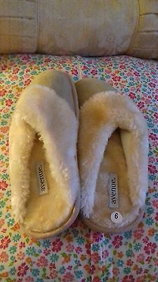Ladies beige fur lined slippers size 6