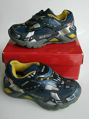 Chaussures lumineuses GEOX pointure 26