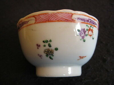 ANTIQUE CHINESE TEA BOWL HAND-PAINTED in FAMILLE ROSE PATTERN c.1900