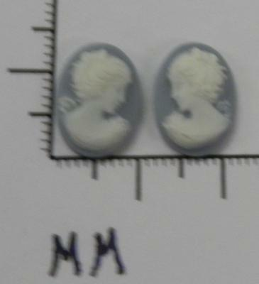 70286      Cameo - Vict. Lady Facing L & R Sets  BL/Wht Oval 14x10 - by dz SALE