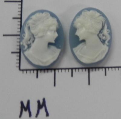 70280      Cameo - Vict. Lady Facing L & R Sets  BL/wht Oval 18x13  - by dz SALE