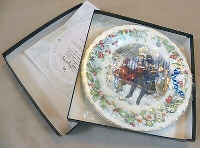 "Vintage Ceramics-Boxed 1989 V&A Wedgwood Christmas Plate ""A Victorian Christmas"""