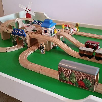 Thomas Tank Engine lot Let's Have a Race with Bertie 2004 wooden train track set