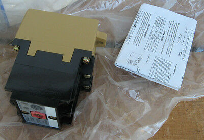 NEW ALLEN BRADLEY 277VAC CONTROL RELAY 700-P400A27 Type P ROCKWELL