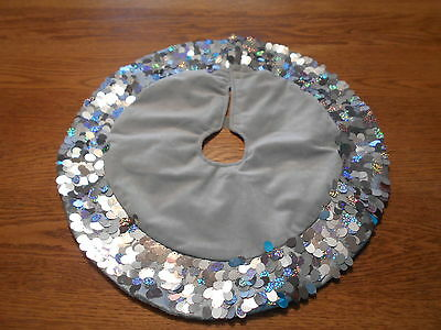 "19"" Unbranded Silver Christmas Tree Skirt w irridescent silver discs trim"