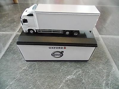 Oxford Diecast 76VOL01BL; Volvo FH; 6 Wheel Box Van, White;  Boxed