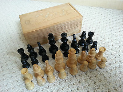 VINTAGE 1960's WOODEN PIECE CHESS SET - BOXED