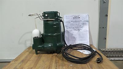 Zoeller M98 1/2 HP 1725 RPM 115V Vertical Switch Submersible Sump Pump