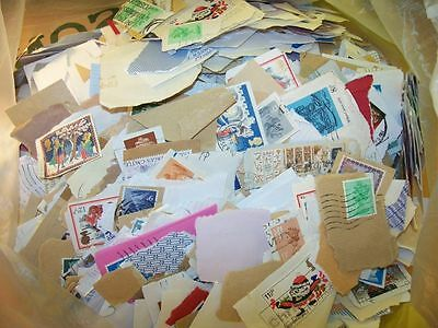 OVER 1.9KG 1.9 KILO BRITISH GB ON OFF PAPER 1000's STAMPS UK OLDER KILOWARE VGC