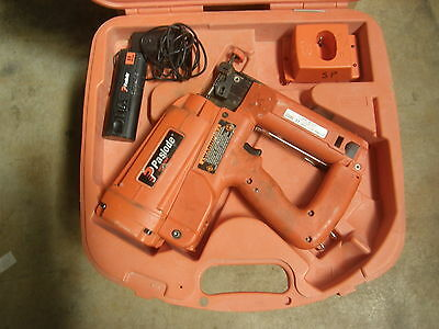 Paslode IM250 II Straight finish nailer in Case 900400