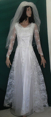 Vintage 50s White Lace, Tulle and Satin Wedding Gown Dress with Veil B34