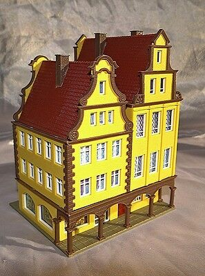 Merchants Arcaded House And Shop,  Vgc, Vollmer, N Gauge / Scale