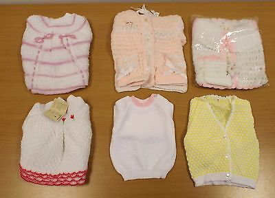 6 x VINTAGE 1970s UNWORN GIRLS ASSORTED KNITTED BABY ITEMS - AGES 0-6 MONTHS