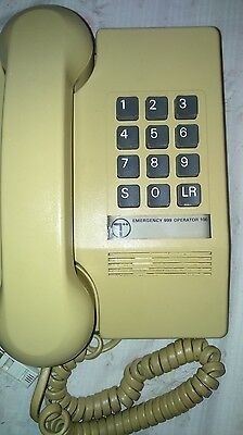 CREAM NORTHERN TELECOM TELEPHONE 80's BT TREMOLO  (NTC 9701 collectable)