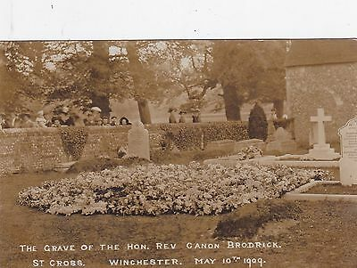 Original Vintage 1909 Rp Pc. The Grave Of The Hon Rev Canon Brodrick, Winchester