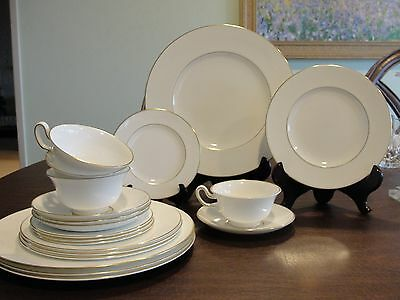 Wedgwood Gloucester 4 - 5 Setting 20 Pieces
