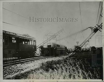 1934 Press Photo Power lines down railroad car overturned.