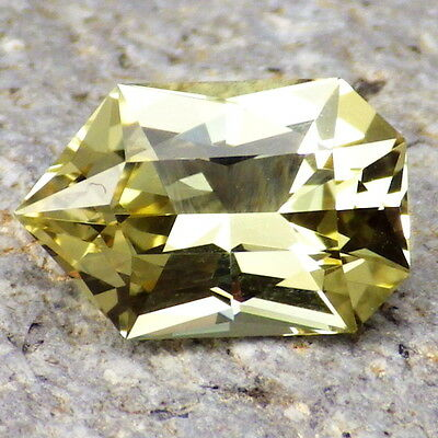 APATITE-MEXICO 2.68Ct FLAWLESS-LIVELY YELLOW GREEN-FOR JEWELRY!