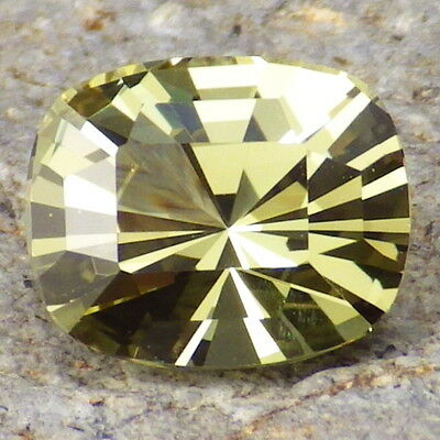 APATITE-MEXICO 3.48Ct FLAWLESS-LIVELY YELLOW GREEN COLOR-FOR TOP JEWELRY!