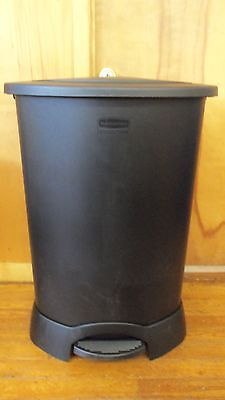 Rubbermaid Commercial 30 Gal. Step On Container 6147 Black