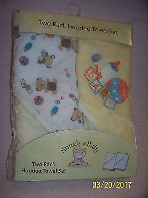 Snugly Baby Hooded Towels 2 pack BRAND NEW Yellow White Teddy Bears Rattles