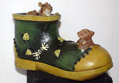 Estate Resin (2) Squirrels in an old shoe home decor Figurine, Detail,Adorable