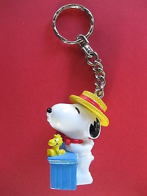 Rare Snoopy Carnival Booth Free Kisses Figurine Key Ring Key Chain