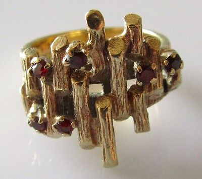 Vintage Abstract 9ct Yellow Gold Garnet Ring Size M.