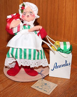 """Annalee 7"""" Mrs Santa with Presents # 5001 Dated 1993"""