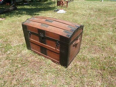 "OUTSTANDING ANTIQUE VINTAGE Steamer Domed Trunk  - 30""W x 20.5""T x 16""D"