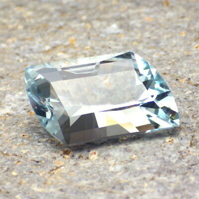 UNTREATED BLUE TOPAZ-RUSSIA 16.93Ct CLARITY VS2-LARGE-TOP SKY BLUE COLOR!