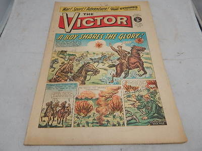 THE VICTOR COMIC No 596 ~July 22nd 1972 ~ A Boy Shares The Glory!