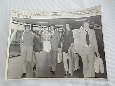 1971-72 Members Of England  Football Team  Wire Print Black/white Picture