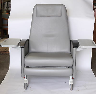 WINCO 6750 Medical Geri Rolling Recliner Chair Swing-Out Arms With 2 Trays