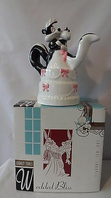 Warner Brothers 1994 Pepe Le Pew and Penelope Wedding Bliss Teapot MIB #J123