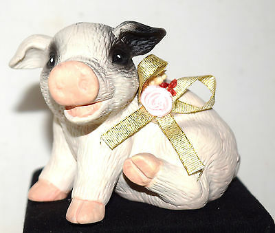 """Estate Adorable Hampshire Pig Figurine with Bowl and Flowers LOOK 3"""" x 4-1/2"""""""