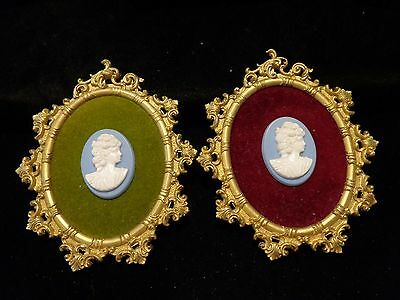 Set of 2 vintage cameos in oval gold colored frames