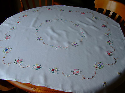 """Antique/Vintage Pretty Hand Embroidered White Linen Tablecloth.42""""sq.Exc.Cond."""