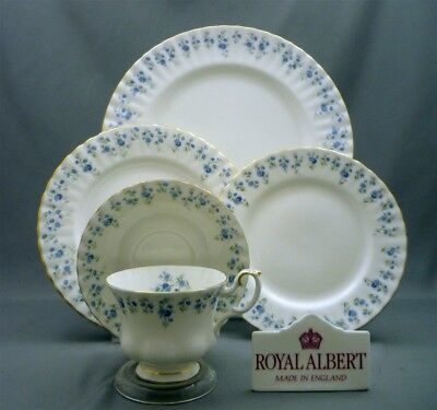 Royal Albert Bone China England Memory Lane Pattern 5 Piece Place Setting (s)