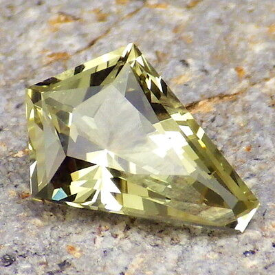 APATITE-MEXICO 2.70Ct FLAWLESS-LIVELY YELLOW GREEN COLOR-FOR TOP JEWELRY