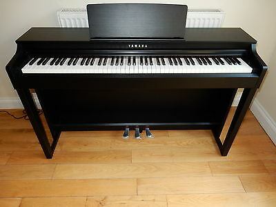 Yamaha Clp525 Digital Piano.